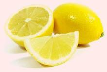 Несколько кусочков лимона