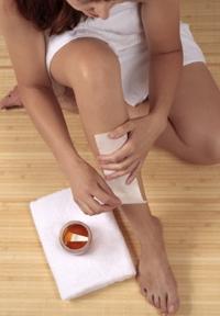 удаление волос в бандажной технике на ноге