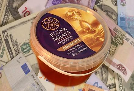 Банка пасты для шугаринга Елена Маая на фоне денег